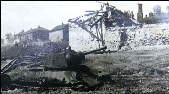 Константиновск 1942. Танк на набережной