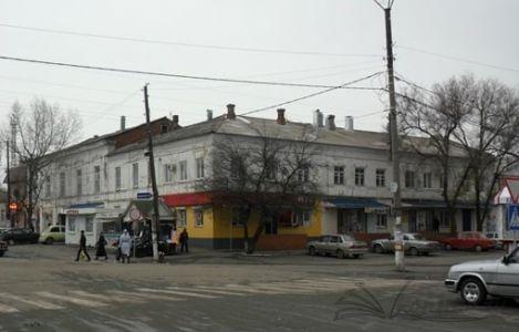 Современный вид здания, вид с центральной площади города